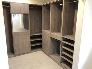 Roble Colorado Mirror Floor Based Walk IN Closet