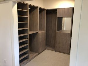 Roble Colorado Custom Walk In Closet